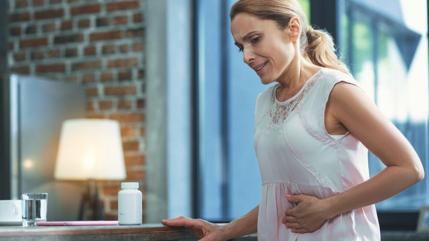 férgek a tüdőben történő kezelés a szájban a keserűség szaga van